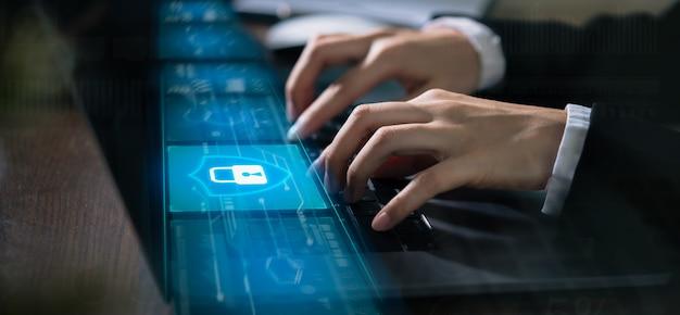 Technologieconcept met cyberveiligheids internet en voorzien van een netwerk Premium Foto