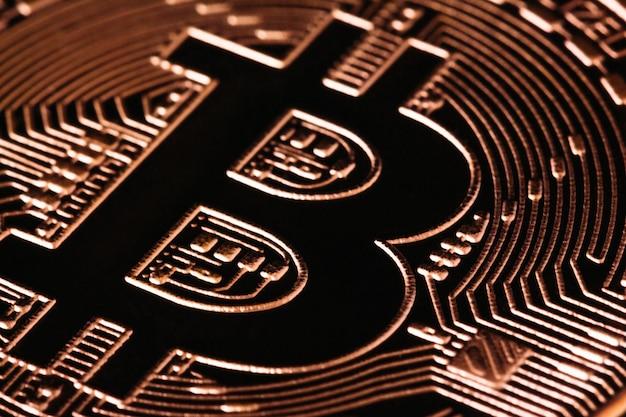 Teken bitcoin in gouden close-upmacro Premium Foto