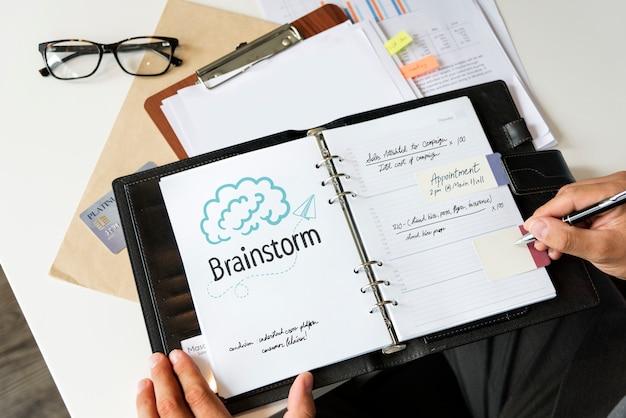 Tekst brainstormen over een persoonlijke planner Premium Foto