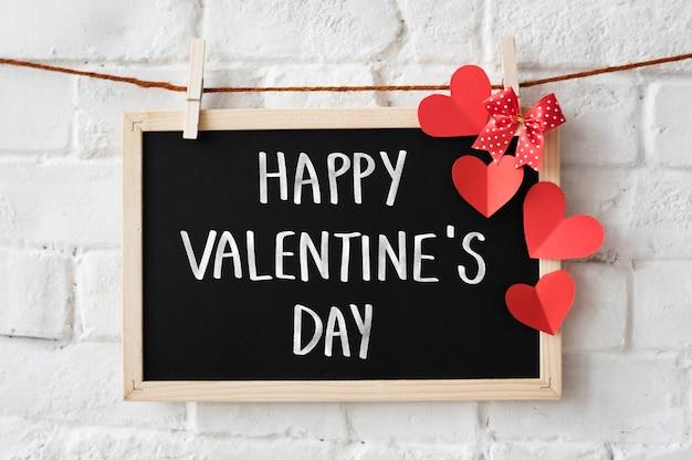 Tekst happy valentine's day geschreven op een schoolbord Gratis Foto