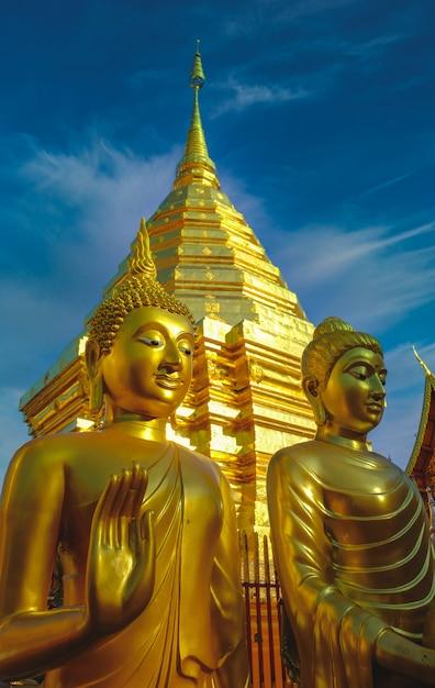 Tempel in oude de architectuurkunst chedi phra that doi suthep van bangkok thailand in chiang mai, thailand azië Premium Foto
