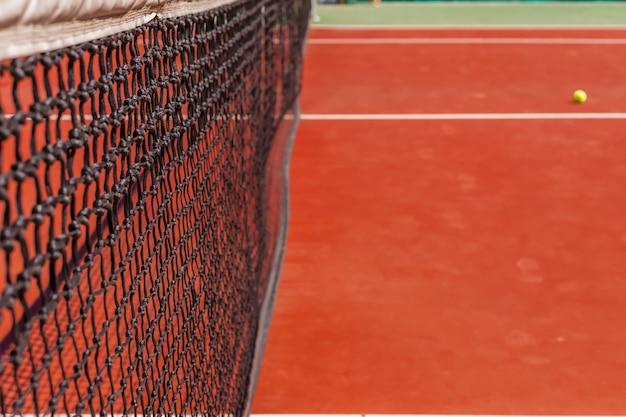 Tennisnet op een tennisbaan Premium Foto