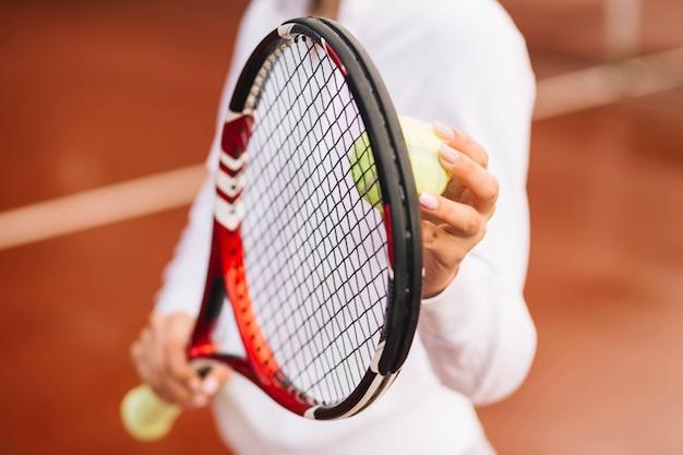 Tennisspeler met tennisuitrusting Gratis Foto