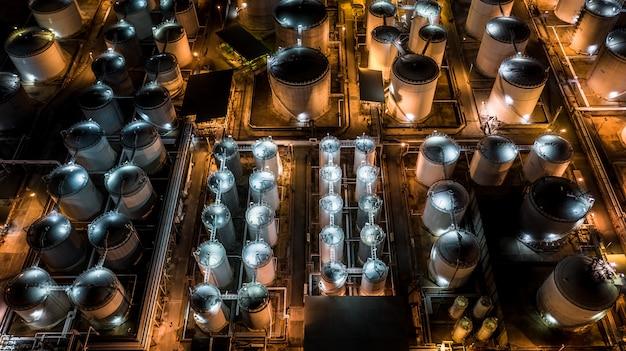 Terminal voor vloeibare chemicaliën, opslag van tanks voor vloeibare chemicaliën en petrochemische producten Premium Foto