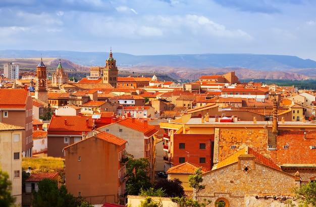 Teruel van heuvel in de zomerdag Gratis Foto