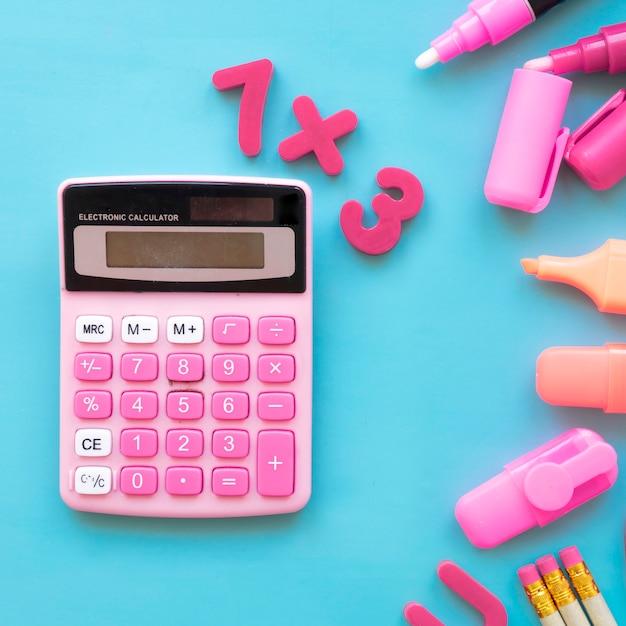 Terug naar school concept met rekenmachine Gratis Foto