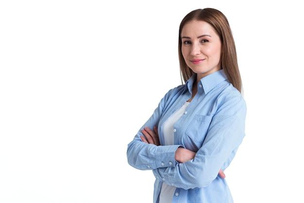 Tevreden klant van online levering zijwaarts staan en glimlachen Gratis Foto