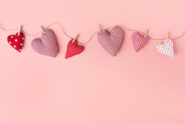 Textiel valentijnsdag harten op roze Gratis Foto