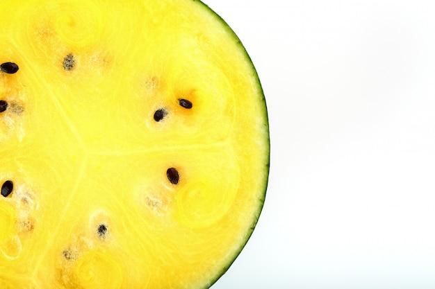 Textuur van de sappige pulp van gele watermeloen Premium Foto