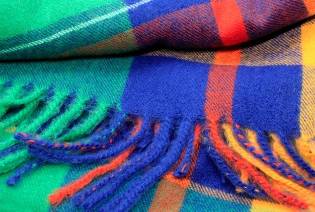 Textuur van een heldere veelkleurige sjaal met rand Premium Foto