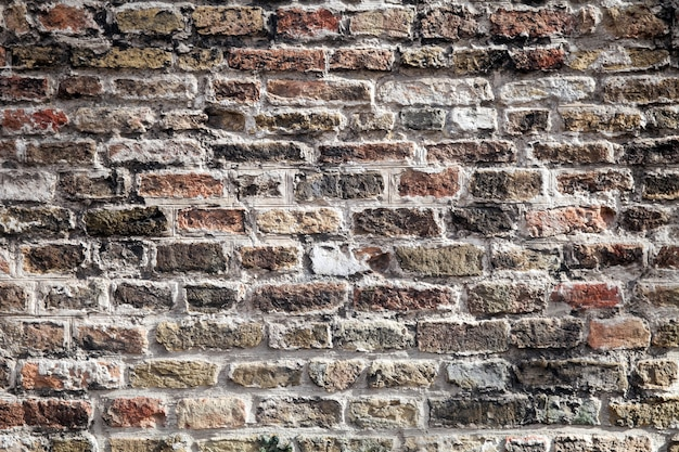 Textuur van oude donkere bruine blokken, rode bakstenen muur. Premium Foto
