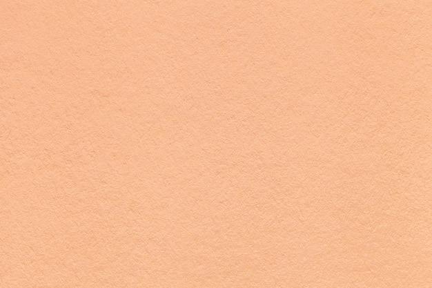 Textuur van oude lichte koraaldocument close-up. structuur van een dicht karton. Premium Foto