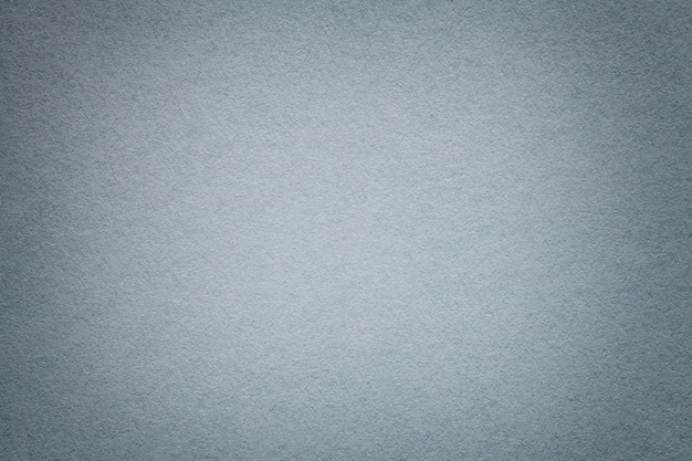 Textuur van oude lichtgrijze document close-up. structuur van een dicht karton. de zilveren achtergrond Premium Foto