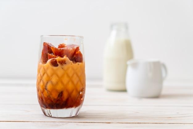 Thais theeijsblokje met melk Premium Foto