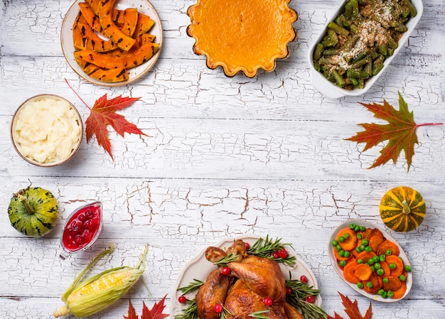 Thanksgiving day traditioneel feestelijk diner Premium Foto