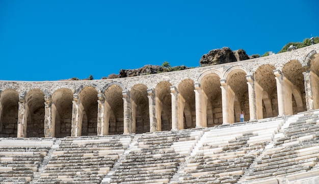 The theatre of aspendos oude griekse stad - aspendos amfitheater antalya turkije Premium Foto