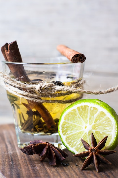 Thee met citroen Premium Foto