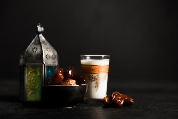 Theepot voor ramadan dagviering Premium Foto