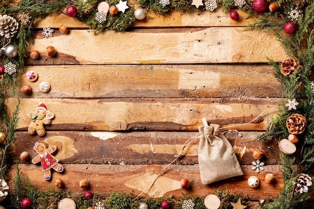Thematische kerstweergave bovenaanzicht met etui Gratis Foto
