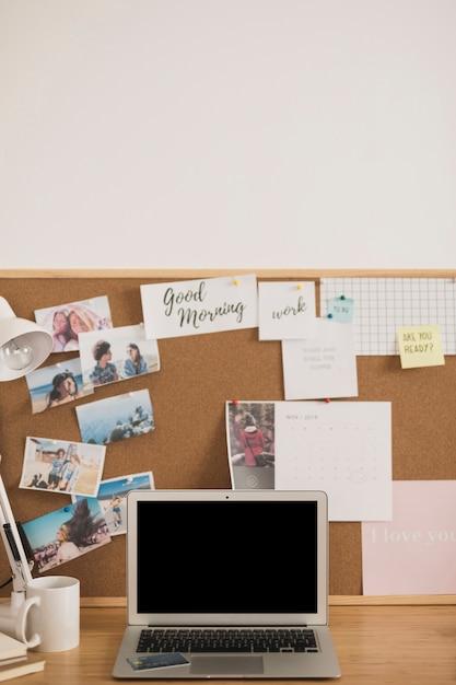 Thuiskantoor bureau ontwerp mock up Gratis Foto