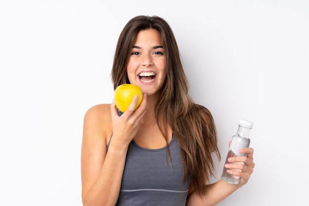 Tienermeisje met een appel en met een fles water Premium Foto