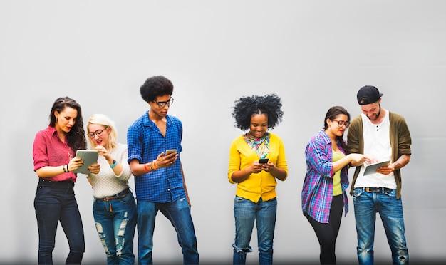 Tieners zonnig geluk vrouwelijke vrolijke ontspanning Premium Foto