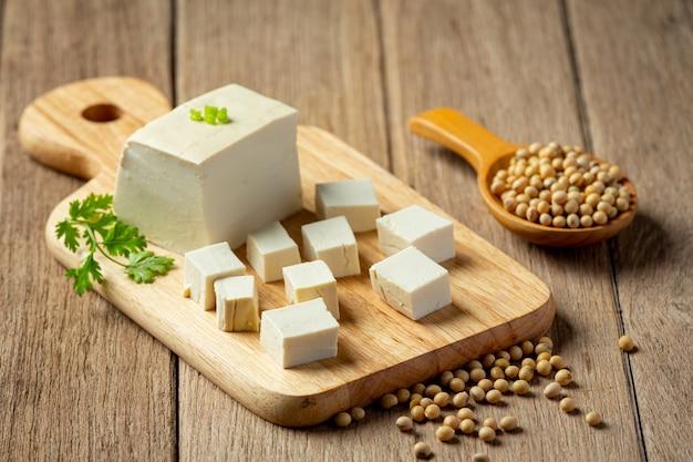 Tofu gemaakt van sojabonen voedsel voedingsconcept. Gratis Foto