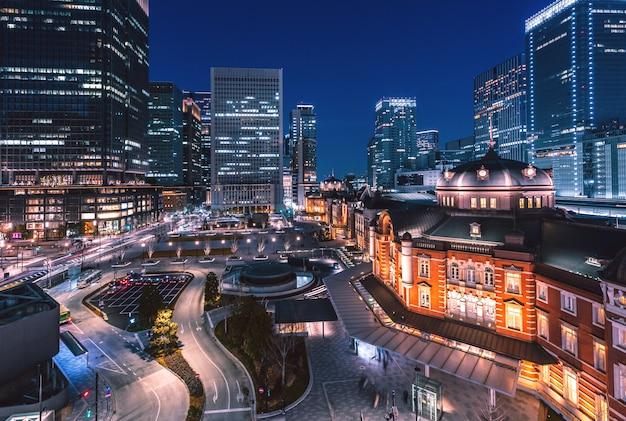 Tokyo treinstation 's nachts Premium Foto