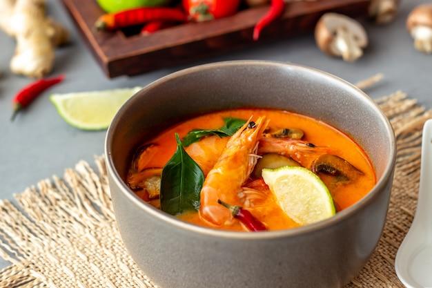 Tom yum soup. thaise keuken. gezond eten. recepten. Premium Foto