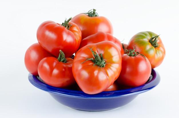Tomaten op wit Premium Foto