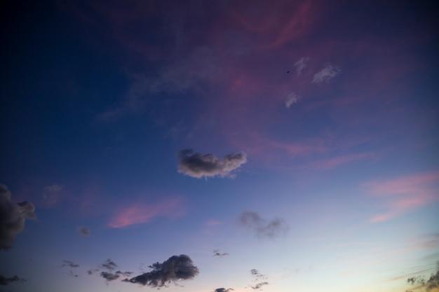 Toneelmening van hemel tijdens zonsondergang Gratis Foto