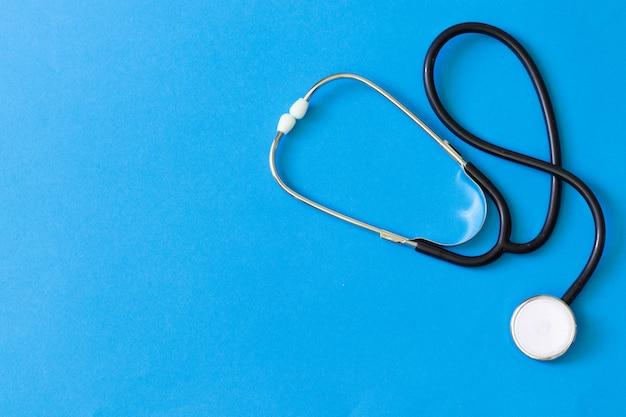 Tonometer en een manometer, stethoscoop voor diagnose en meting van bloeddruk en hartslag Premium Foto