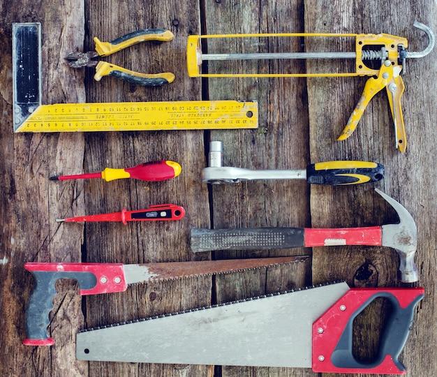 Tools op de houten tafel Gratis Foto