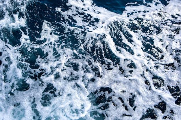 Top-down luchtfoto van het zeewateroppervlak Premium Foto