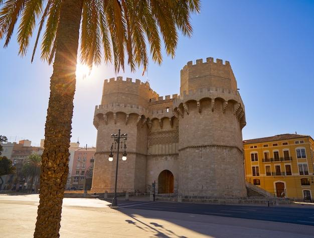 Torres de serrano-torens in valencia Premium Foto