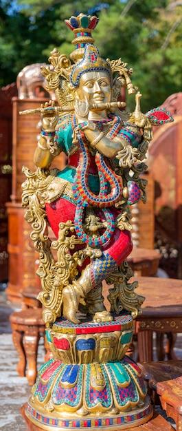 Traditioneel souvenir uit india is de figuur van de godin shiva. Premium Foto