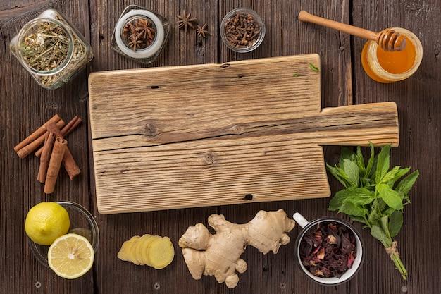Traditionele geneeskunde, oude recepten voor traditionele geneeskunde. traditionele chinese kruiden gebruikt in alternatieve kruidengeneeskunde Premium Foto
