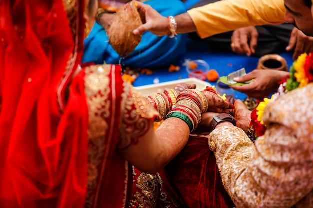 Traditionele indiase huwelijksceremonie Premium Foto