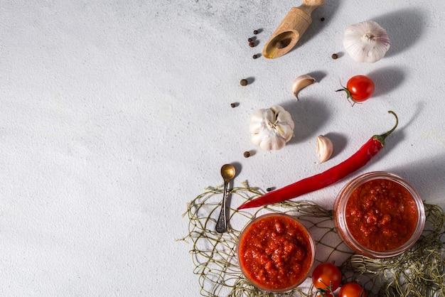 Traditionele mexicaanse, georgische en arabische harissa peper Premium Foto