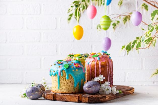 Traditionele pasen-cake met bovenste laagje Premium Foto