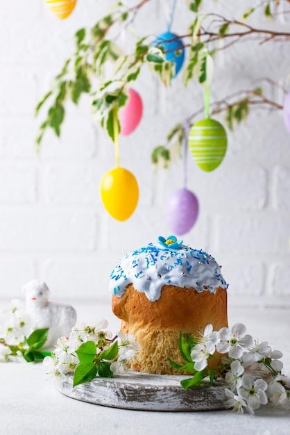 Traditionele pasen cake met topping Premium Foto