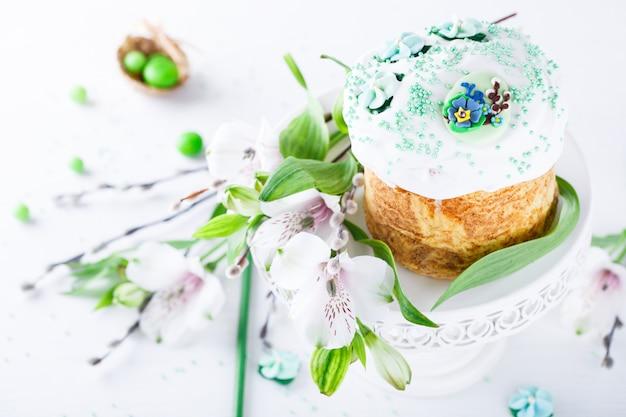 Traditionele pasen-cake. vakantie kulich Premium Foto