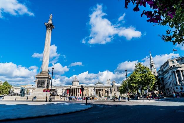Trafalgar square is een openbare ruimte en toeristische attractie in centraal londen. Premium Foto