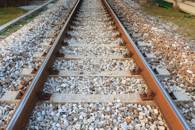 Train sporen in perspectief. vervoer, buiten Premium Foto