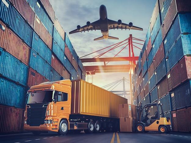 Transport en logistiek van containervrachtschip en vrachtvliegtuig. Premium Foto