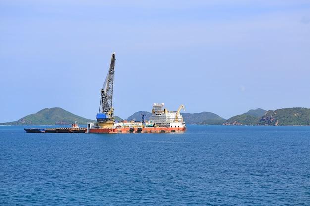 Transport naar het schip in de thaise haven voor export. terminalpoort. Premium Foto