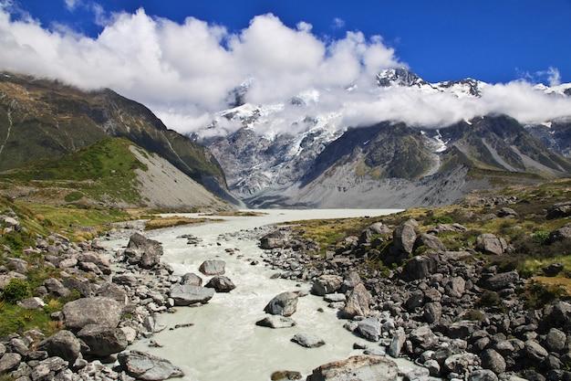 Trekking in hooker-vallei, nieuw zeeland Premium Foto