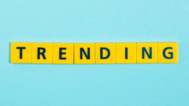 Trending word scrabble tiles Gratis Foto