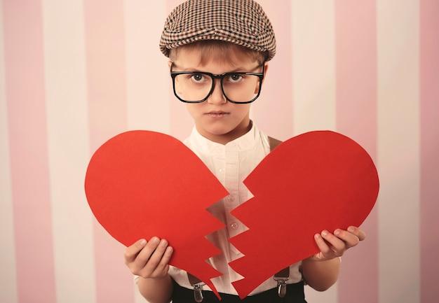 Trieste jongen met een gebroken hart Gratis Foto