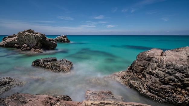 Tropisch turkoois zeezicht Premium Foto